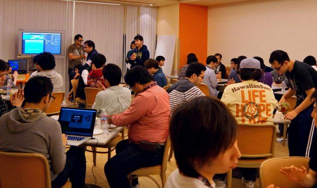 20160404_バンダイナムコの知財を使い、即興で二次創作ゲームを作るイベント(昨年11月、東京都内)_日本経済新聞朝刊