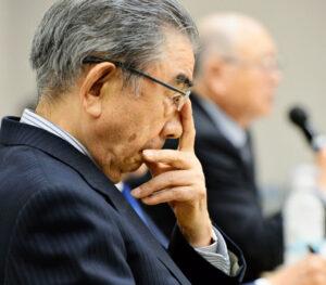 20160423_7日の引退表明記者会見では「逃げ出すわけではない」と語った(東京都中央区)_日本経済新聞朝刊