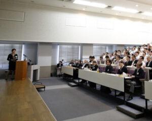20160710_東芝は幹部を集め企業統治に関する研修を開いた(6月11日)_日本経済新聞朝刊