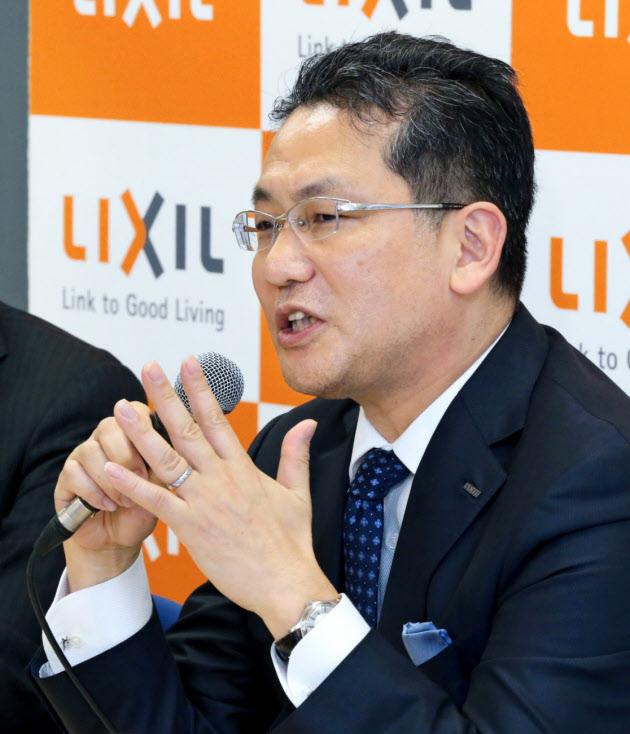 20160823_LIXILグループの瀬戸社長は執行役員制度廃止など経営体制にメスを入れた_日本経済新聞朝刊