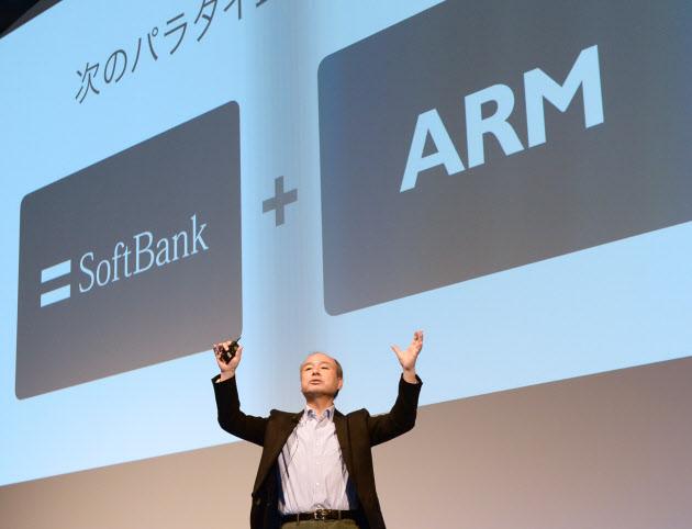 20161006_英アームの買収について説明するソフトバンクグループの孫社長_日本経済新聞電子版