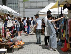 20170518_ヴィンテージや古着などを扱うフリーマーケット「RAW TOKYO」_日本経済新聞夕刊